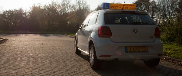 VW Polo in de zon (Auto- en motorrijschool Mastenbroek)